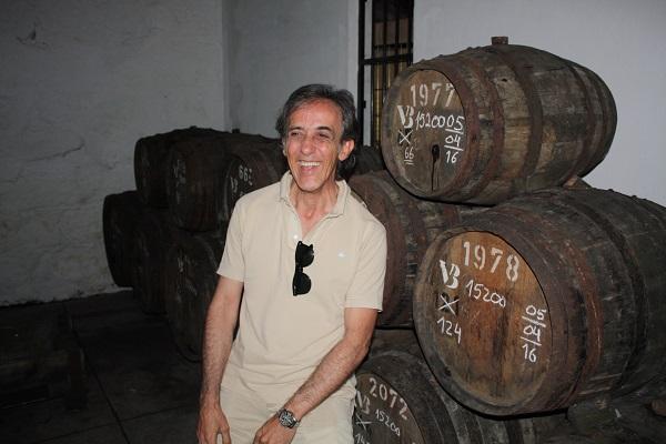 Carlos Flores blandt nogle af sine mange gamle fade