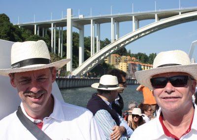 Confraria Boat Race - to herrer i sjove hatte